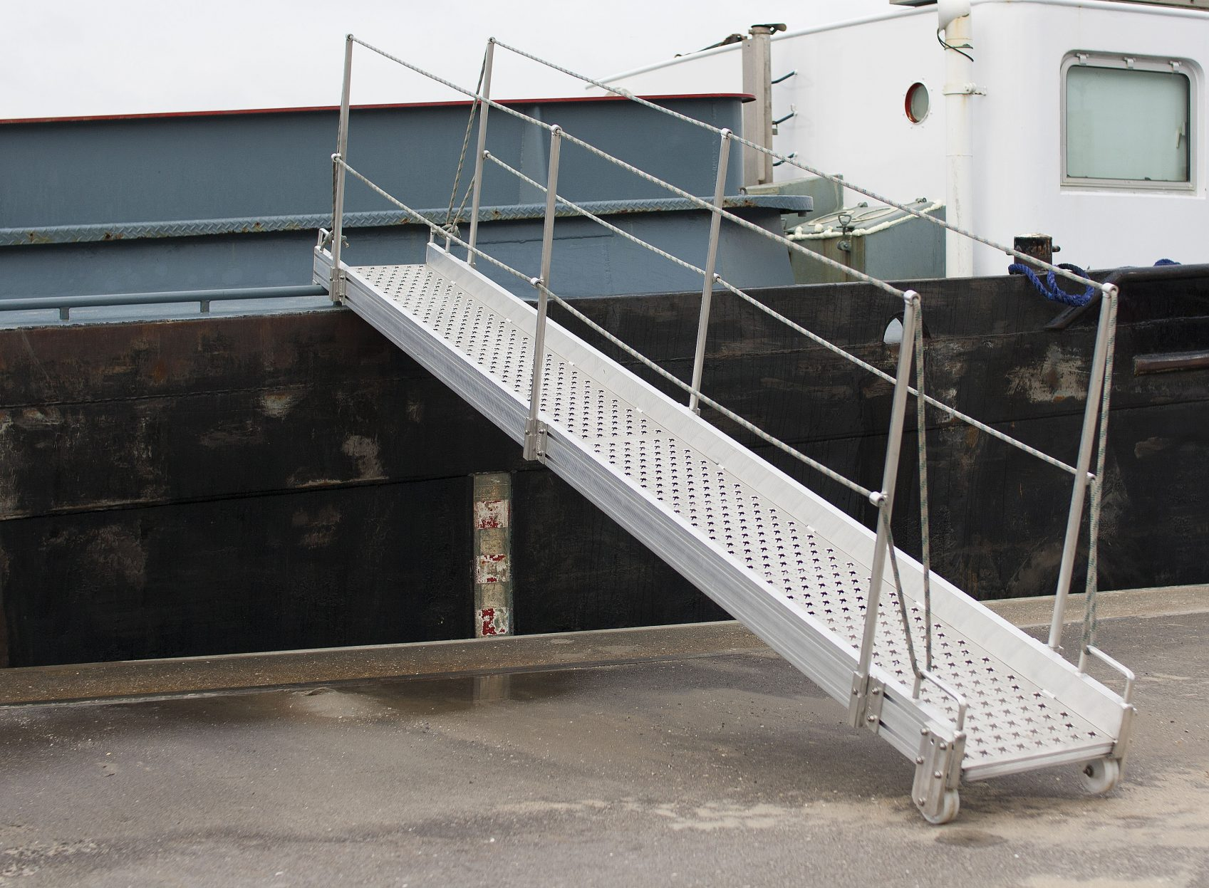 Products4Ships aluminium gangways inland vessels